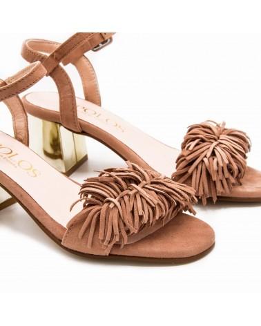 Sandalia con pompón camel