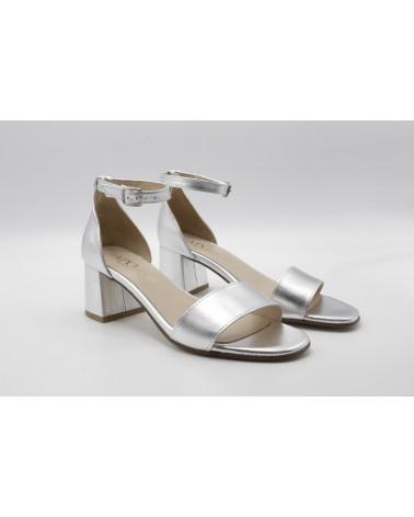 Sandalia metalizada plateado