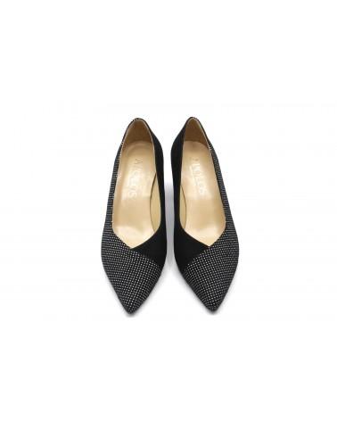 zapato negro puntos blancos