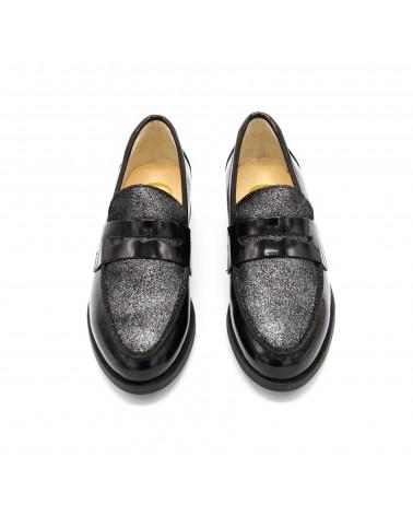 Gloss black shoe