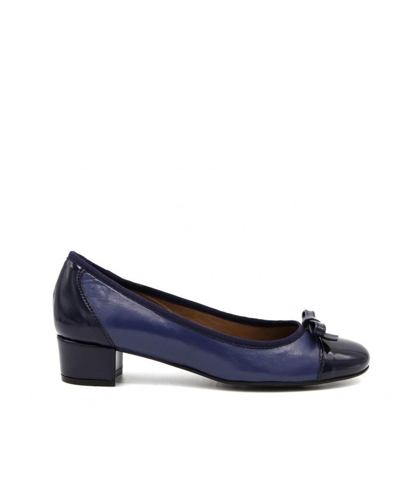 Blue low-heeled bow shoe