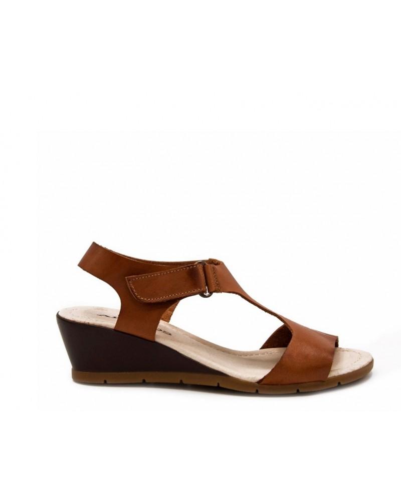 Sandalia cierre velcro marrón