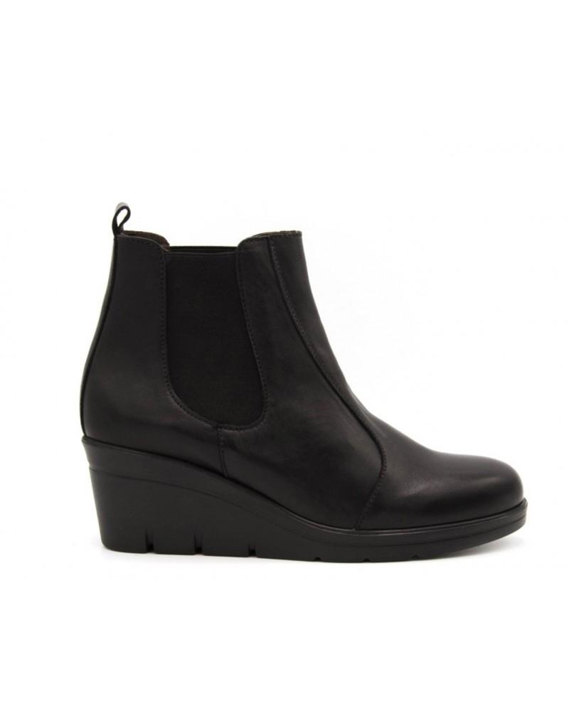 Black wedge elastic boot