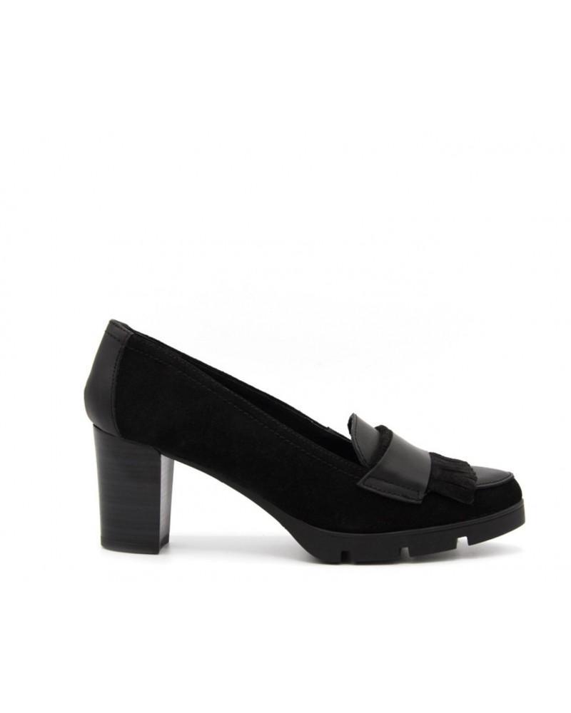 Zapato negro tacón y flecos