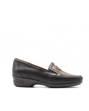 Shoe with elastics