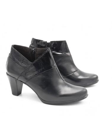 Zapato abotinado con tacón