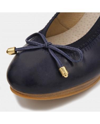 Blue heeled shoe